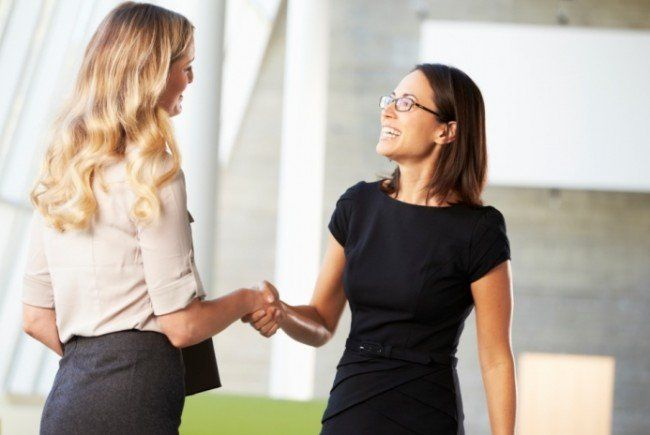 Tipps: So verhält man sich beim Bewebrungsgespräch professionell bis zum Schluss.