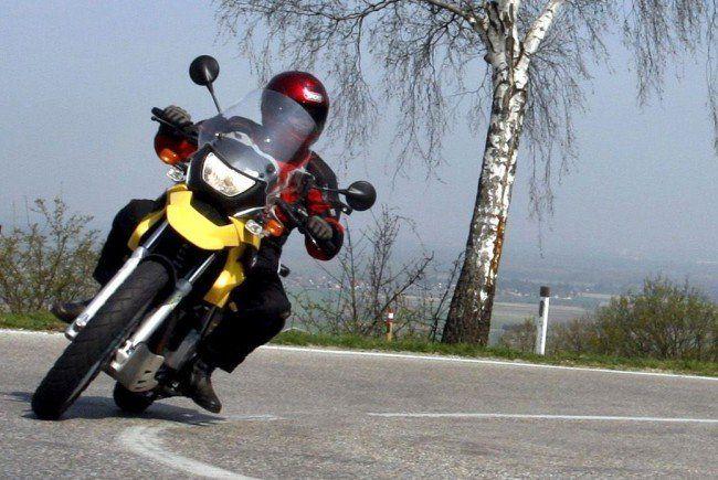 Zwei Motorradfahrer aus Österreich sind in Italien verunglückt.