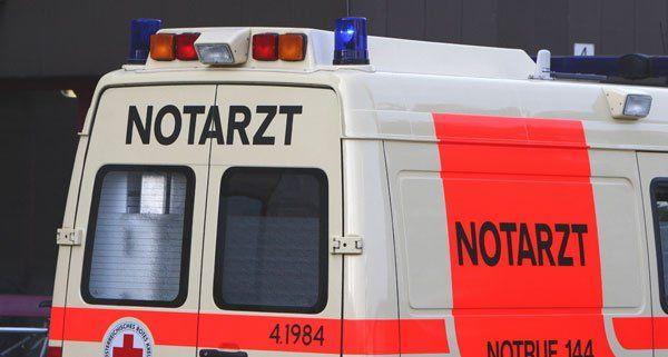 Ein schwer verletzter Arbeiter musste ins Krankenhaus gebracht werden.