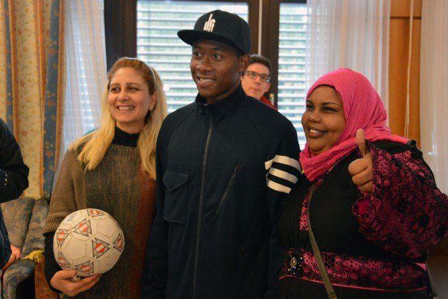 David Alaba beim Besuch des Flüchtlingshauses in Ottakring.