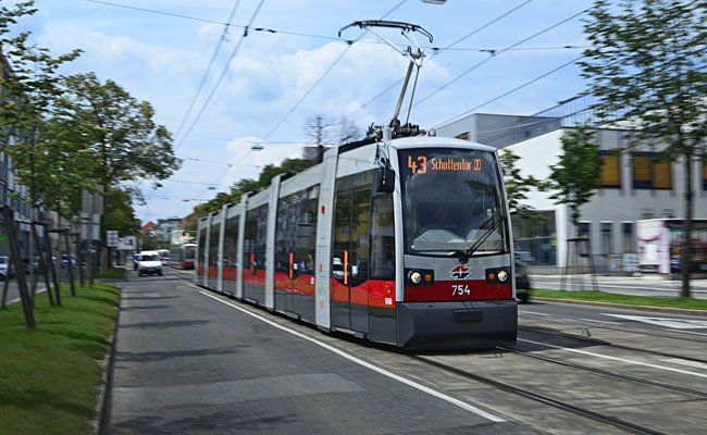 In einer Straßenbahn der Linie 43 kam es zu einem Zwischenfall mit einer Randaliererin