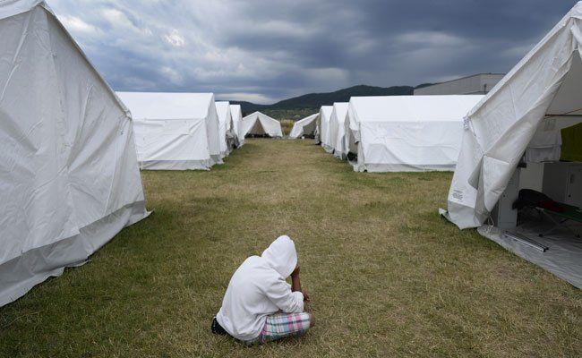 Mehr als 2.500 Flüchtlinge sind noch immer in Zelten untergebracht.