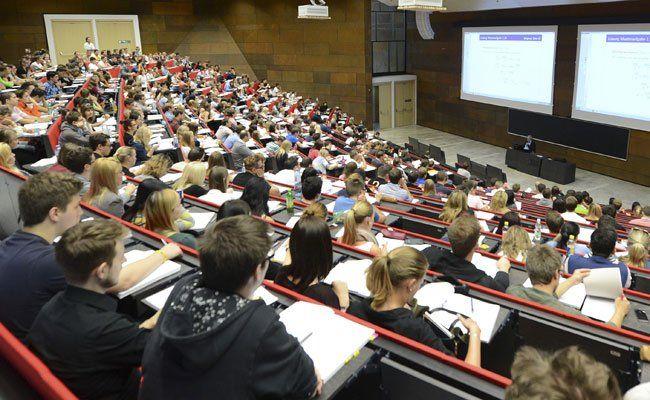 Für 2.000 Studienanfänger werden Mathe-Auffrischungskurse angeboten.