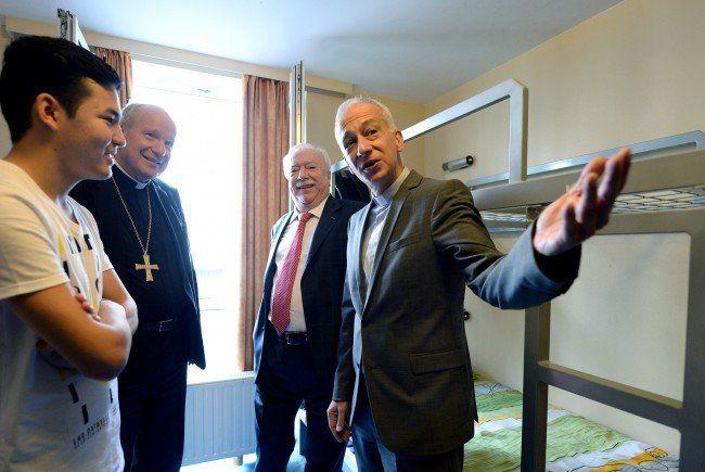 Bürgermeister Michael Häupl und Kardinal Schönborn besuchten minderjährige Flüchtlinge.