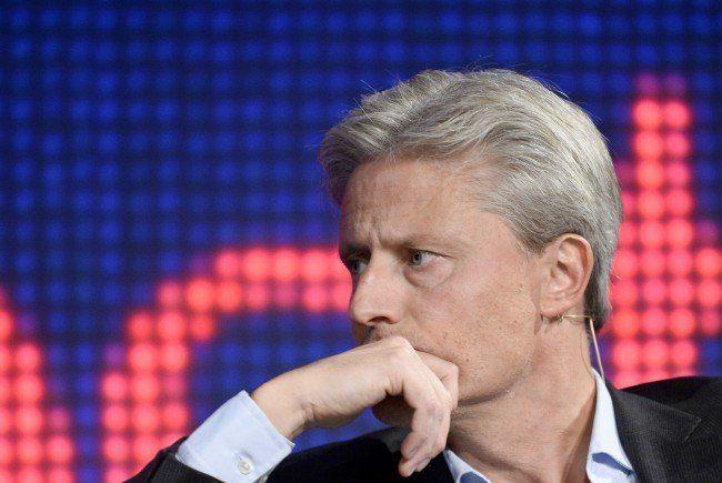 Florian Scheuba staubt den Österreichischen Kabarettpreis ab.