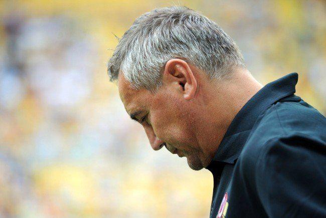 Der Trainerstuhl von Peter Pacult wackelt: Der FAC ist immer noch punktelos.