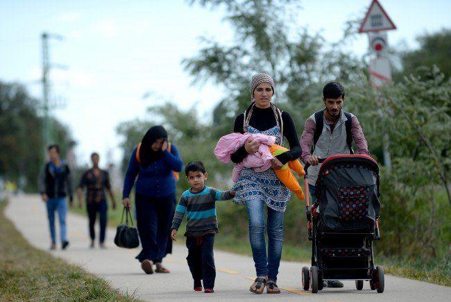 Wir berichten auch am Dienstag über die aktuellen Entwicklungen in der Flüchtlingskrise.