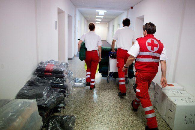 Die Einsatzkräfte helfen, wo sie können.
