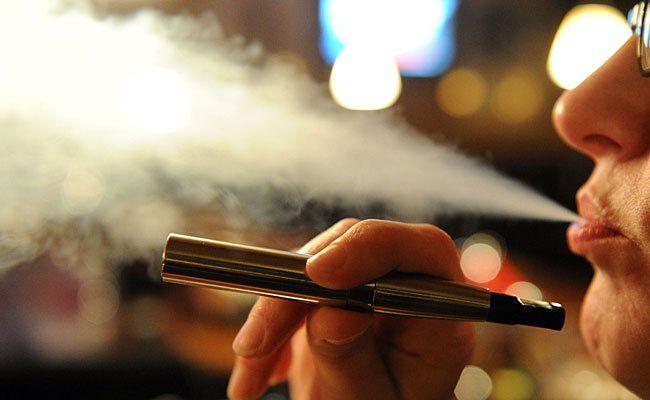 Auch auf den Zug aus der E-Zigarette wird man künftig im Stationsbereich der Wiener Linien verzichten müssen