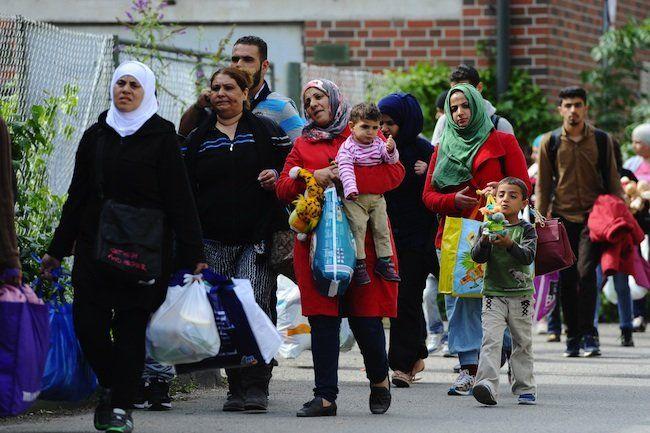 Flüchtlinge am Sonntag in der Nähe des Hauptbahnhofs in München (Bayern)