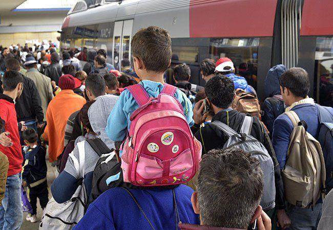 Flüchtlinge bei der Ankunft am Wiener Westbahnhof.