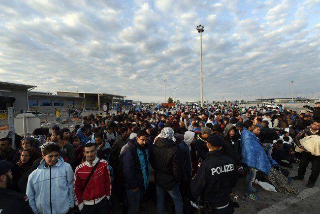 Die Flüchtlinge werden auf ihrer Weiterreise unterstützt.