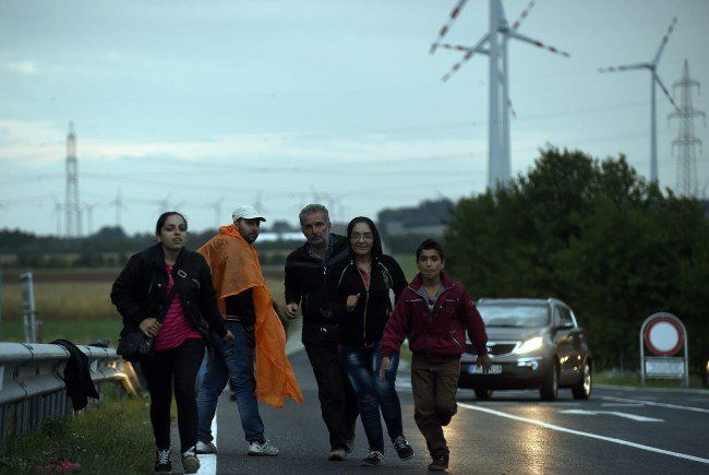 Seit Mitternacht kamen am Dienstag 1.500 Flüchtlinge in Nickelsdorf an.