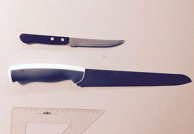 Mit diesen Messern wurde der Koch bedroht