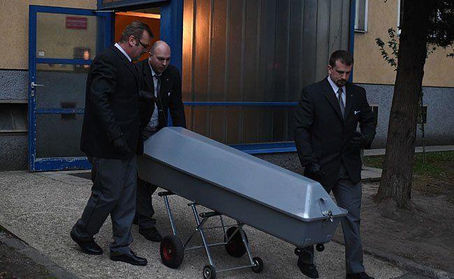 Die Bestattung beim Abtransport der Leiche in Margareten
