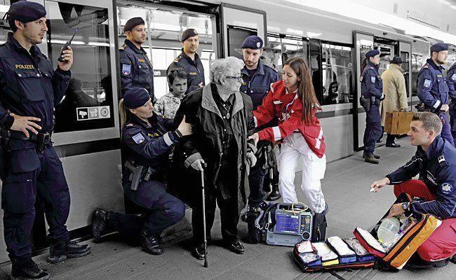 """Das Kalenderblatt des Monats April aus dem """"Wiener Polizeikalender 2016"""""""