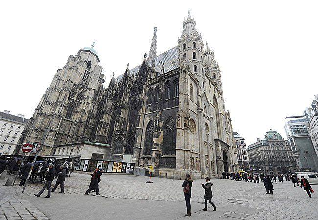 Schönborn will am Stephansplatz Quartiere für Flüchtlinge schaffen