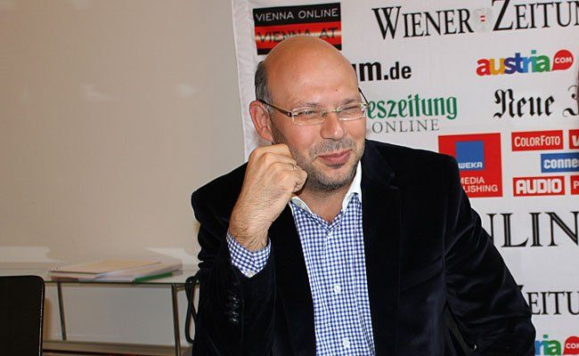Turgay Taskiran beim Interview mit Vienna Online