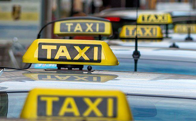 Taxis bringen Flüchtlinge nach Wien - oft aber nicht günstig.