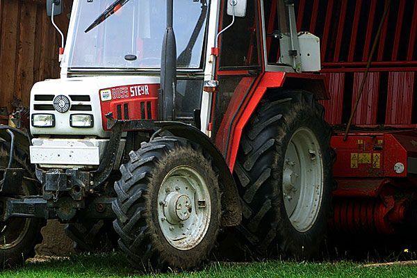20-Jähriger auf Firmengelände in NÖ von Traktor überrollt
