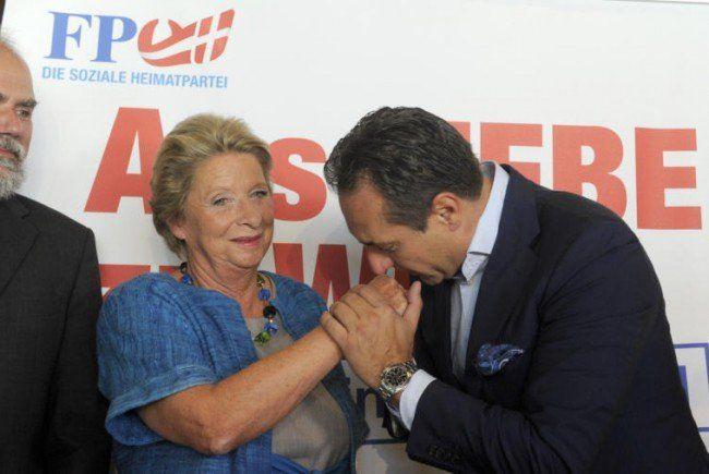 Küss' die Hand: Stenzel und Strache bei der Pressekonferenz.