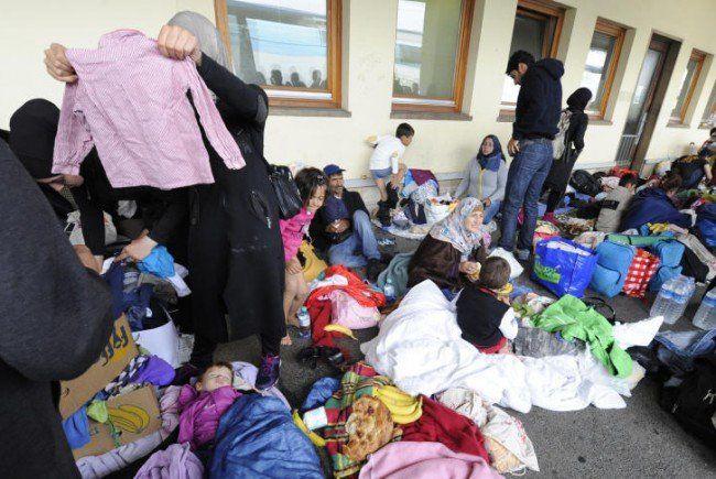 Sehr viele Sachspenden haben die Flüchtlinge in Wien erreicht.
