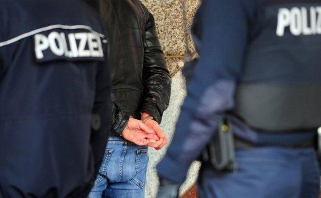 Die beiden Jugendlichen wurden nun festgenommen.