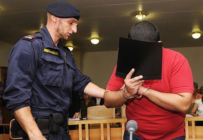 Der Angeklagte vor Prozessbeginn im Wiener Landesgericht
