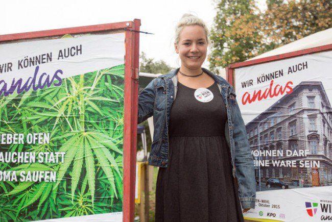 Juliana Okropiridse beim Wahlkampfauftakt und der Plakatpräsentation.
