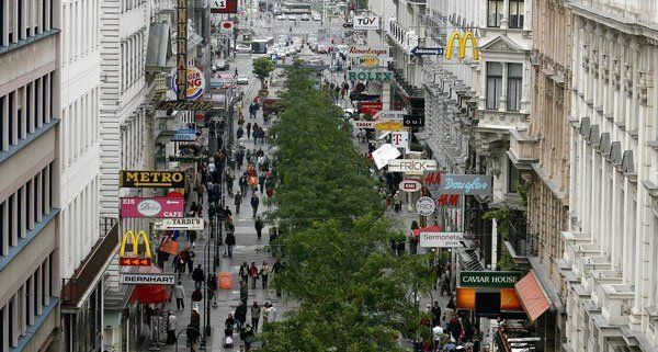 Die Frau wurde in einem Geschäft in der Kärntner Straße überfallen.