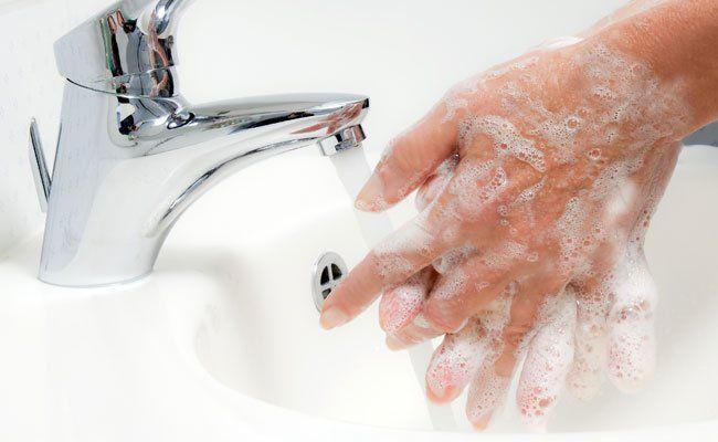 80 Prozent aller Infektionen werden über die Hände übertragen.