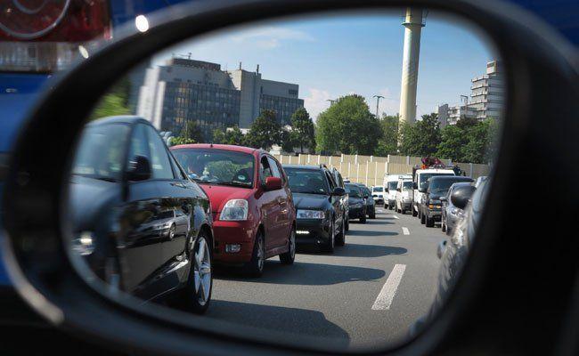 Sperre der A4 (Ostautobahn) nach einer Lkw-Karambolage.