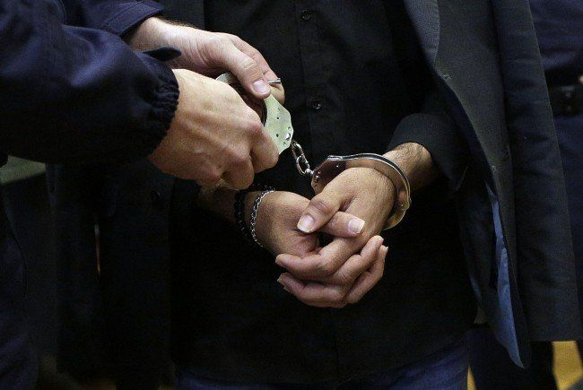 Die Polizei nahm den Mann an Ort und Stelle fest.
