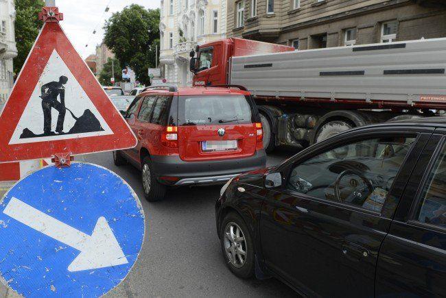 Ab Mittwoch wird auf der Atzgersdorfer Straße gebaut.