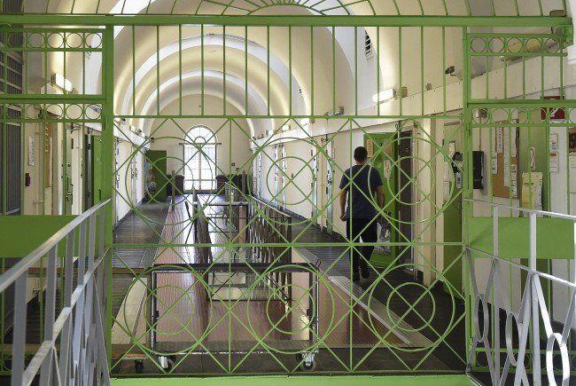 Einige Häftlinge wollen mit dem Islamisten nichts zu tun haben.