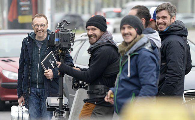 """Regisseur, Drehbuchautor und Hauptdarsteller Josef Hader (l.) und Crewmitglieder am Freitag bei den Dreharbeiten zur Tragikomödie """"Wilde Maus"""""""