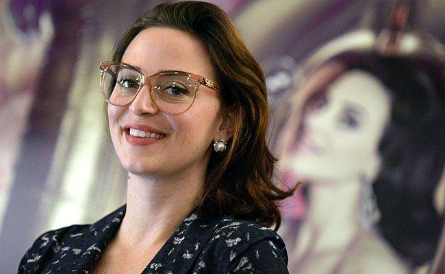 Die österreichische Designerin Lena Hoschek bei der Pressekonferenz in Wien