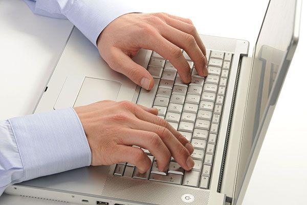 Wer Probleme hat und Hilfe braucht, kann sich an die Online-Beratung der Telefonseelsorge wenden