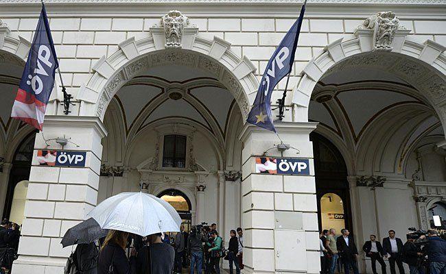 Vor der ÖVP Zentrale in der Lichtenfelsgasse wurde demonstriert