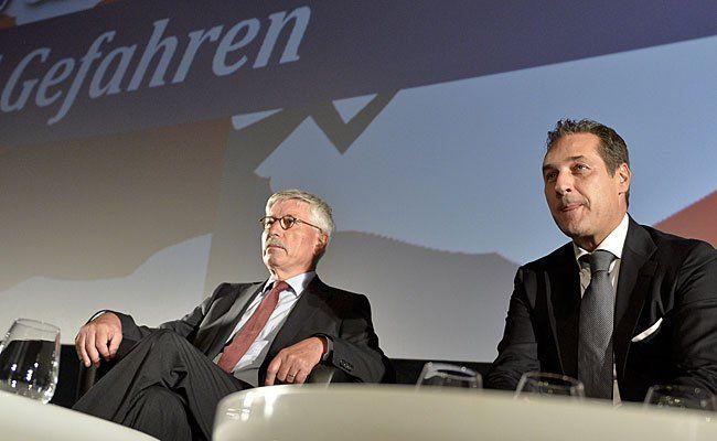 FPÖ-Obmann Heinz-Christian Strache (R) und der deutsche Publizist Thilo Sarrazin am Dienstag in Wien