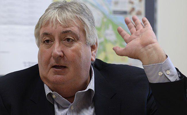 Der neue blaue Bezirkvorsteher in Simmering, Paul Stadler, beim Interview