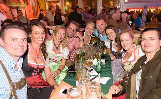 Begeisterte Gäste kamen auch am Samstag zur Wiener Wiesn