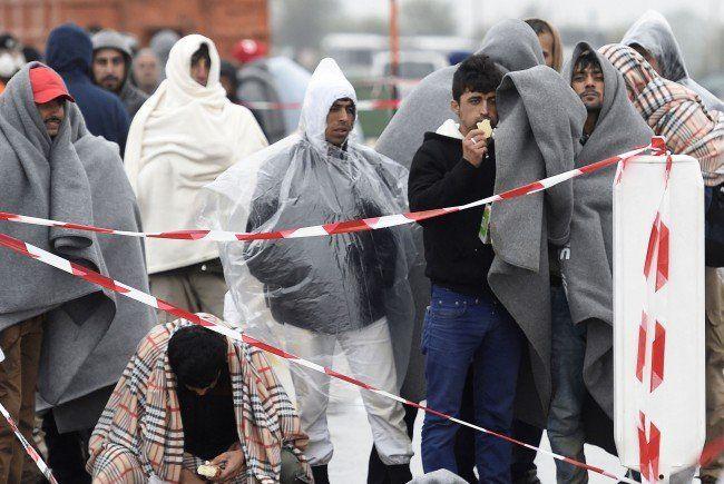 Das schlechte Wetter bereitet zusätzlich Problem in Bewältigung der Flüchtlingskrise.