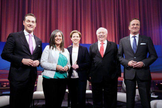 Da lächeln sie noch: Die fünf Spitzenkandidaten kurz vor der Sendung.