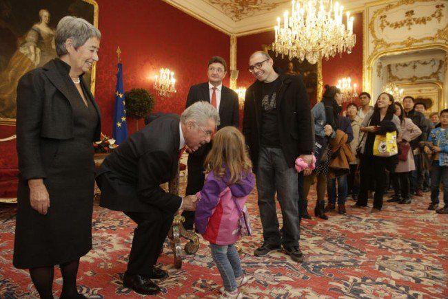 Groß und Klein wollte Heinz Fischer am Montag die Hand geben.