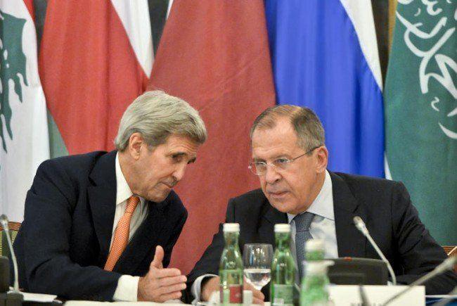 US-Außenminister John Kerry (L) und der russische Außenminister Sergej Lawrow im Hotel Imperial in Wien.