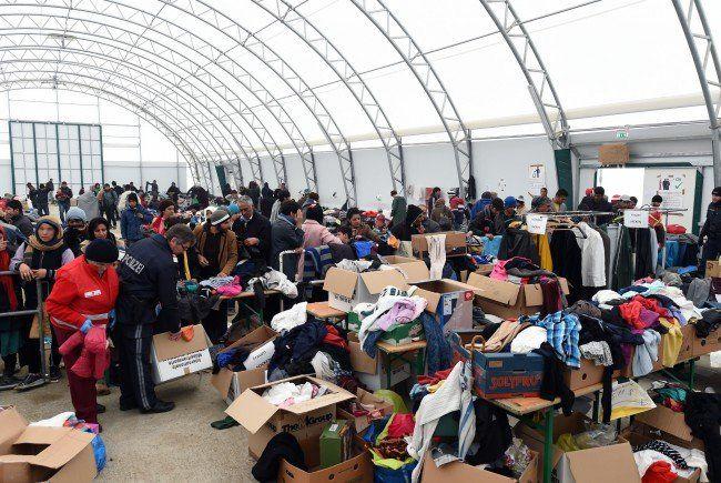 LIVE im Ticker: Seit Mitternacht 4.144 Flüchtlinge in Nickelsdorf angekommen