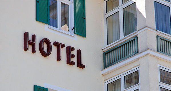 Der Räuber scheiterte an der Angestellten im Hotel