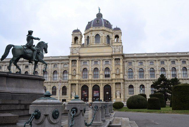 """Hier noch farblos - doch bei """"Wien leuchtet"""" wird der gesamte Maria-Theresien-Platz erstrahlen"""