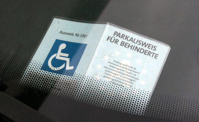 Parkausweise, die vor dem 1. Jänner 2001 ausgestellt wurden, verlieren ihre Gültigkeit.
